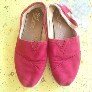Size 6 TOMS women's red cute one for one hippie